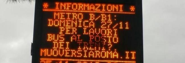 """Sciopero Roma, ironia sul pannello Atac fuori dalla metro: """"Bus al posto dei treni"""