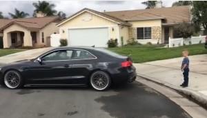 YOUTUBE Togliere il dentino al figlio: papà usa la sua Audi...