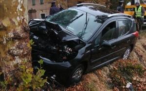 Bari, auto contro albero: morti tre ragazzi
