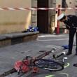 Firenze, anziano investe padre e figlio di 20 mesi in bici e si schianta contro auto 3
