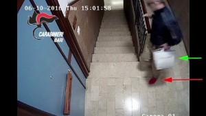 YOUTUBE Detenuto in permesso premio abusa di ragazza in un ufficio a Bari