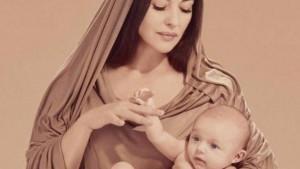 Monica Bellucci come una Madonna del Rinascimento: l'attrice italiana si è prestata, a scopo benefico, all'obbiettivo del fotografo iraniano Ali Mahdavi