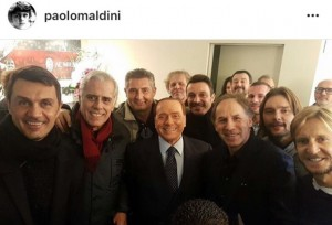 Berlusconi, selfie con vecchie glorie Milan: tra Maldini, Baresi e...Salvini