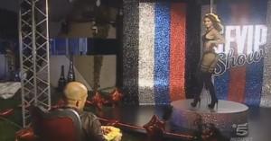 Guarda la versione ingrandita di VIDEO Grande Fratello Vip, Stefano Bettarini: Mariana Rodriguez strip con sorpresa finale