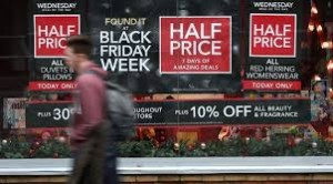 Black Friday, venerdì degli sconti: la media è del 30%, ma attenti alle truffe