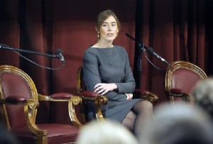 Maria Elena Boschi, tacchi e vestito grigio FOTO