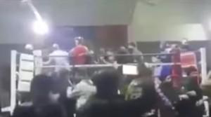 YOUTUBE Da match di boxe a rissa: gli spettatori salgono sul ring e...