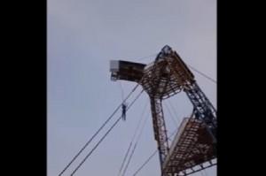 YOUTUBE Bungee jumping ma corda si spezza: sopravvive per miracolo