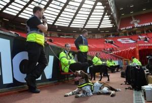Manchester, tifosi dormono nel bagno dello stadio per vedere gratis partita