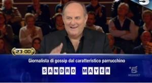 """Caduta libera, la domanda su Sandro Mayer: """"Giornalista dal caratteristico parrucchino..."""""""