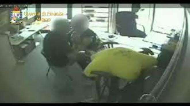 Sesso in cambio di contributi comunali ed alloggi pubblici: arrestato saronnese