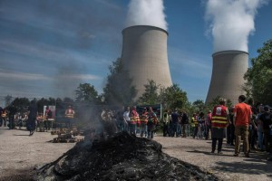 Guarda la versione ingrandita di Francia, allarme black-out: centrali nucleari ferme, cosa succederà? (foto Ansa)