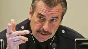 Sceriffo di Los Angeles dice No a Trump: non deporteremo i clandestini, non è il nostro job