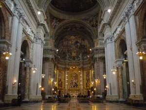 Roma, con un martello nella chiesa di Sant'Ignazio: fermato dai carabinieri