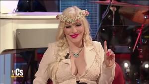 Cicciolina, nome d'arte di Ilona Staller, è stata una degli ospiti dell'ultima puntata del Maurizio Costanzo Show