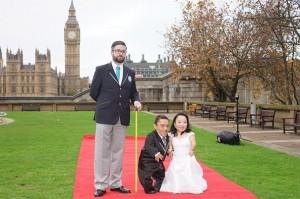 YOUTUBE Paulo e Katyucia, la coppia più bassa del mondo si sposa: lui 88,4 cm, lei 89,5