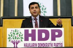 Turchia: arrestati il leader del partito curdo e 10 deputati