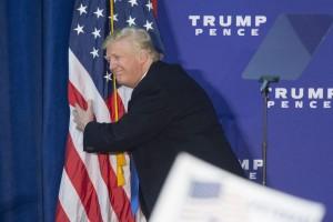 Donald Trump rinuncia allo stipendio: prenderà un dollaro l'anno