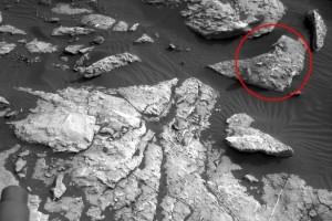 Guarda la versione ingrandita di Marte, la bufala della donna sul pianeta rosso: se guardi la foto…