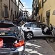 Firenze, anziano investe padre e figlio di 20 mesi in bici e si schianta contro auto 6