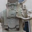 Roma. Elefante del Bernini in piazza della Minerva danneggiato dai vandali: zanna staccata 3
