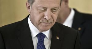 """Turchia, la Ue: """"Incompatibile"""". Erdogan: """"E i 3 mln di rifugiati?"""""""
