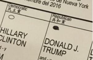 Guarda la versione ingrandita di Eric Trump mette scheda del voto su Twitter FOTO Rischia arresto