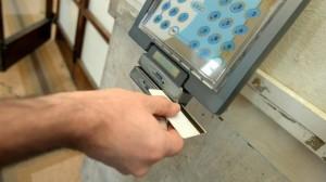 Furbetti del cartellino: in ospedale si timbra con impronta digitale