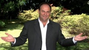 """Gerry Scotti: """"Berlusconi e la mia rivincita al funerale di Vianello"""""""