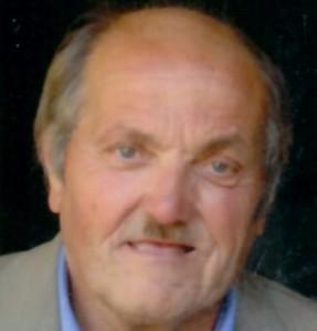 Giacomo Talpo si accascia e muore alla fermata del bus: nessuno interviene