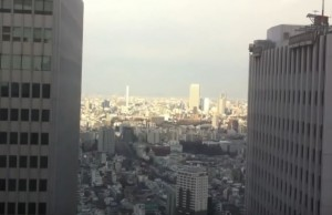 Scossa di terremoto in Giappone, il grattacielo oscilla
