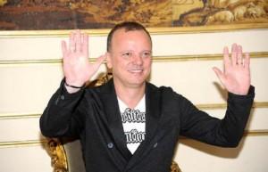 """Gigi D'Alessio a Pippo Baudo: """"Contro di me violenza carnale"""". E su Valeria Marini..."""