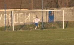 YOUTUBE Il peggior gol sbagliato di sempre: da non credere