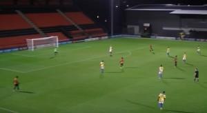 Guarda la versione ingrandita di YOUTUBE Joe Payne, 17 anni, fa gol da 50 metri