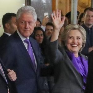 """Hillary Clinton e Barack Obama: """"Dobbiamo andare avanti e collaborare con Trump"""""""