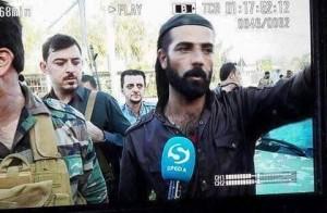 Guarda la versione ingrandita di  Ako Rahman, il peshmerga curdo che sava i feriti con la sua Bmw blindata