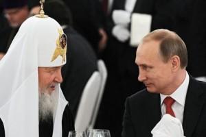 Russia, Putin e Lukashenko alla cattedrale di Mosca per festeggiare patriarca Kirill