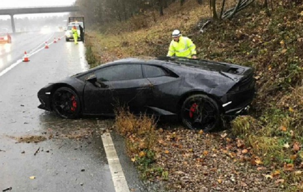 """Jeffrey Schlupp del Leicester ditrugge la Lamborghini: """"Tanto ne ho altre 3..."""""""