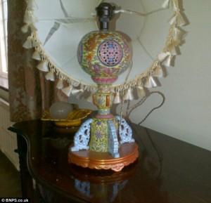 Vecchia lampada in casa: era porcellana cinese, venduta a 600mila sterline FOTO