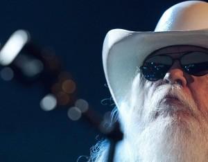 Leon Russell morto a 74 anni: cantautore collaborò con Joe Cocker, Eric Clapton, Bob Dylan...