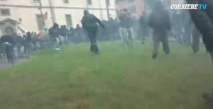 Referendum, squadristi del No in piazza, Beppe Grillo in doppio petto prepara il golpe elettorale