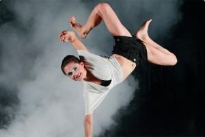 YOUTUBE Cirque du Soleil, ginnasta Lisa Skinner cade dal trapezio: volo di 6 metri