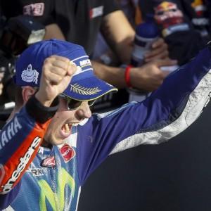 MotoGp Valencia, Jorge Lorenzo vince con la Yamaha: Valentino Rossi solo quarto