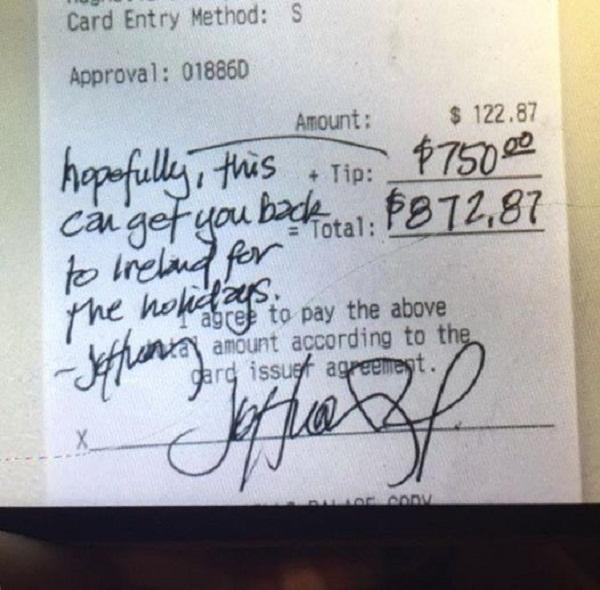 Mancia da 750 dollari al cameriere: ecco perchè lo ha fatto