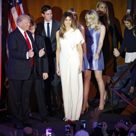 Melania Trump al fianco di Donald: quel che l'abito lascerebbe intravedere 4