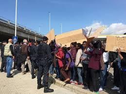 Migranti in Sardegna, nuovi posti all'ex scuola di polizia Monastir: polemiche e proteste