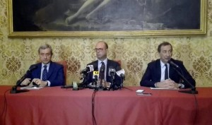 Guarda la versione ingrandita di Il prefetto Alessandro Marangoni, il ministro dell'Interno, Angelino Alfano ed il sindaco di Milano Giuseppe Sala (Foto Ansa)