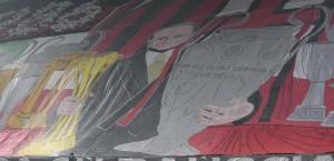Guarda la versione ingrandita di Milan - Inter striscioni per Silvio Berlusconi (foto Ansa)