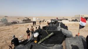 """Mosul, battaglia finale: jihadisti Isis nel """"corridoio della morte"""""""