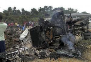 Mozambico, esplode autocisterna: oltre 70 morti, 110 feriti